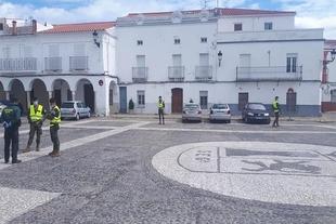 Militares de la Brigada Extremadura XI patrullaron ayer en Segura de León y Fuente de Cantos