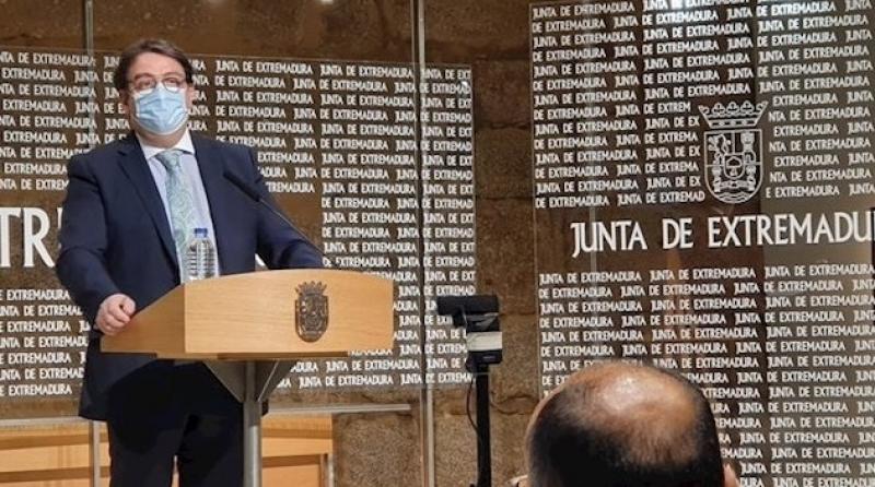 La Junta espera autorización judicial para prohibir reuniones privadas de más de 15 personas y botellones