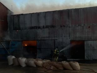 Incendio en industria corchera en Fregenal de la Sierra