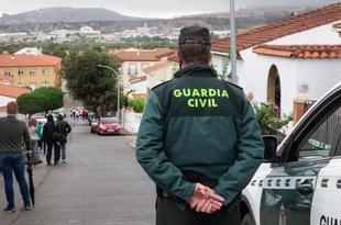 La familia de Manuela Chavero `rotos de dolor´ tras aparecer restos óseos en la finca donde se busca el cuerpo