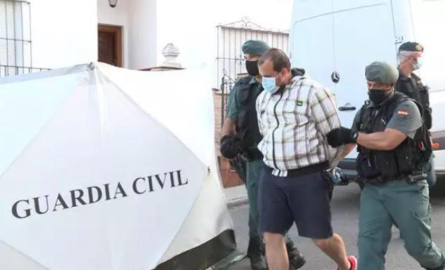 Casi diez horas de pesquisas en la tercera visita del detenido por la muerte de Manuela Chavero a su domicilio