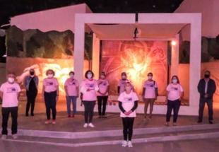 Las fuentes de Monesterio lucen de color rosa para recordar a las pacientes de cáncer de mama