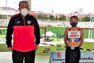 La atleta de Monesterio Claudia Ríos, plata en el Campeonato de España de Triatlón Sub 14