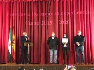 Entregados los premios a los mejores expedientes académicos 19/20 en Higuera la Real
