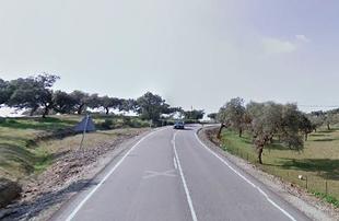 Corte en la carretera provincial de Fuente de Cantos a Hoya de Santa María por Montemolín