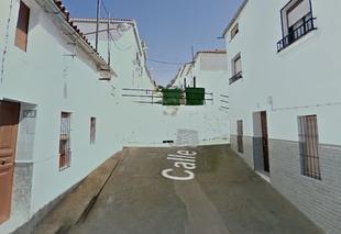 Herida una mujer de 42 años al precipitarse su vehículo desde 2 metros de altura en Fuentes de León