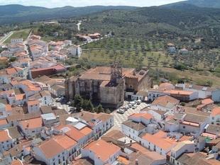 Un grupo de voluntariado en Calera de León se suma a los servicios del Ayuntamiento para ayudar a las familias confinadas
