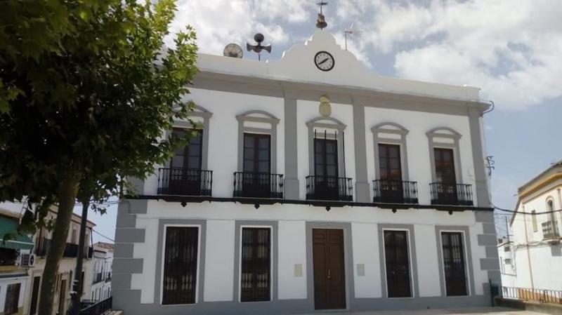 El Ayuntamiento de Fuentes de León suspende servicios y actividades ante el brote declarado de covid-19