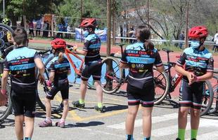 En torno a 200 menores disfrutaron este sábado en Cabeza la Vaca de la mountain bike