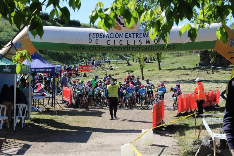 5 lobeznos subían al pódiun en Monesterio en la segunda prueba de la `Copa Bike Tentudía´