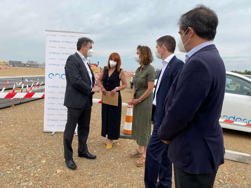 La consejera para la Transición Ecológica visita la fotovoltaica `Cincinato´ que se construye en Bodonal de la Sierra