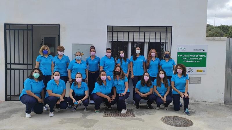 Las alumnas de Atención Sociosanitaria PDIS de la Escuela Profesional Dual de Empleo Tentudía 21 comienzan hoy en pisos tutelados