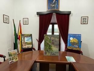 El cartel presentado por Víctor Manuel Santos promocionará la XVI edición de la Feria de la Castaña de Cabeza la Vaca